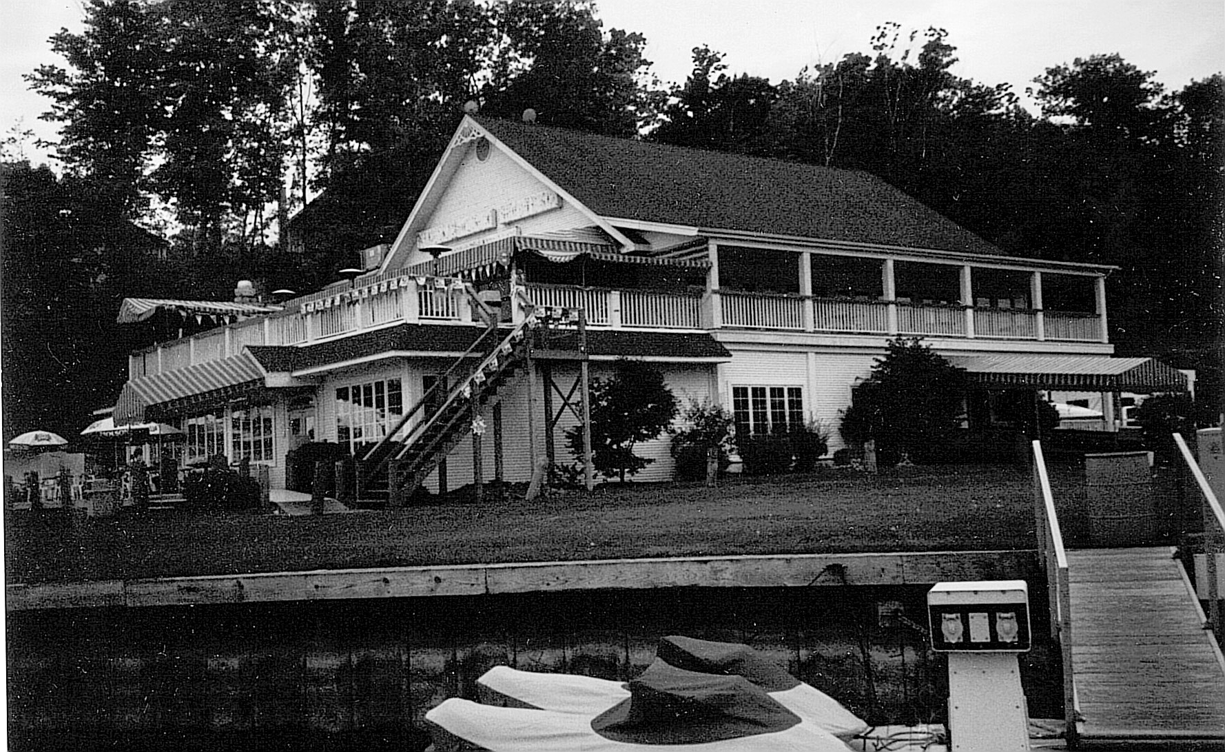 A Farewell To Newport House On Irondequoit Bay Aquasno